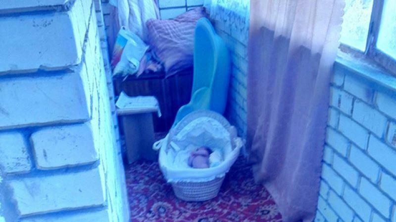 Укладывание младенцев в дневной сон на балконе: плюсы, минусы, подводные камни?