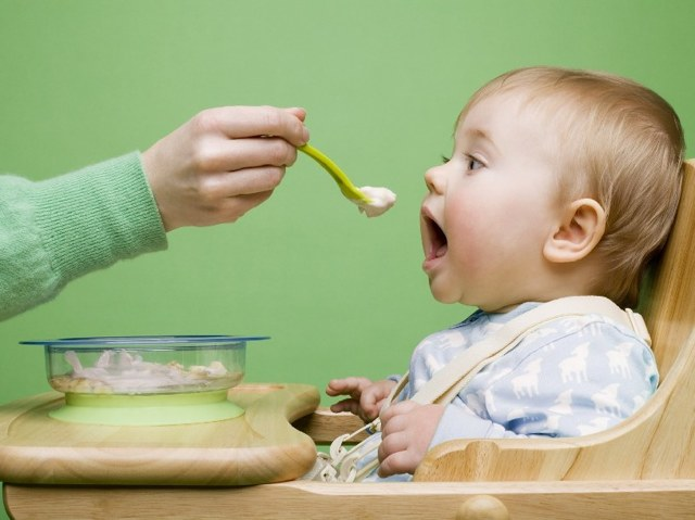 Рекомендации по питанию — чем кормить ребенка при поносе?