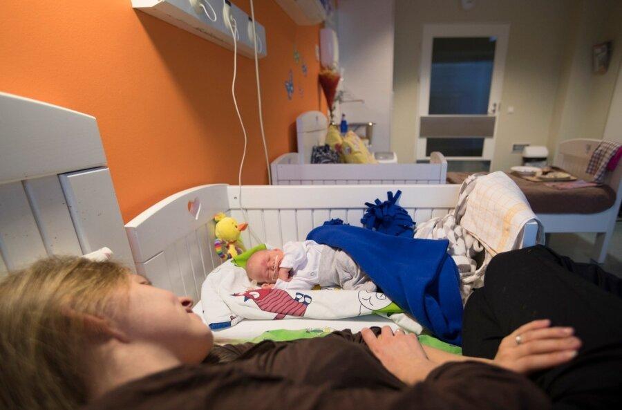 Как папе справляться с грудничком, пока мама в больнице?