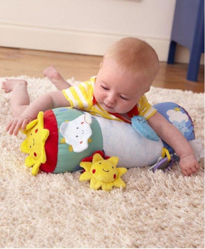 Как научить ребенка ползать: упражнения и правильная стимуляции в 5 месяцев, с чего начать