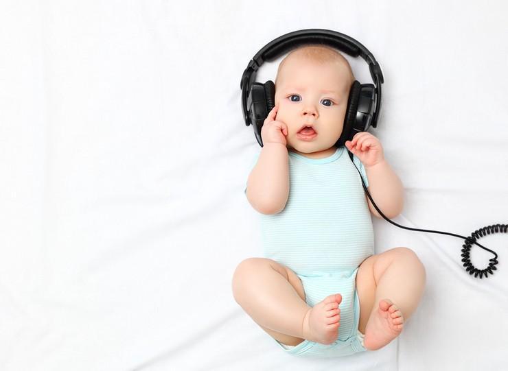 Классическая музыка для новорожденных, и как она влияет на младенцев