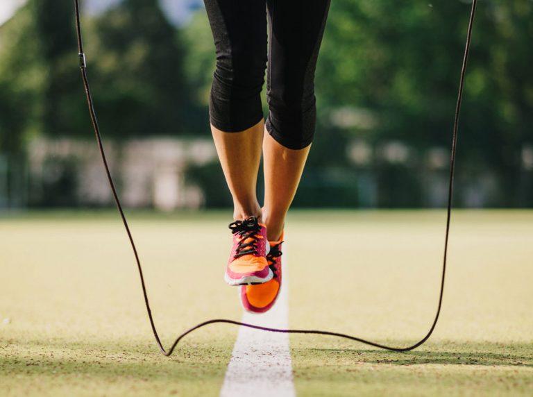 Как подобрать длину скакалки для ребенка и научить его прыжкам: комплекс гимнастических упражнений и игр - kidspower - дети, цветы жизни!