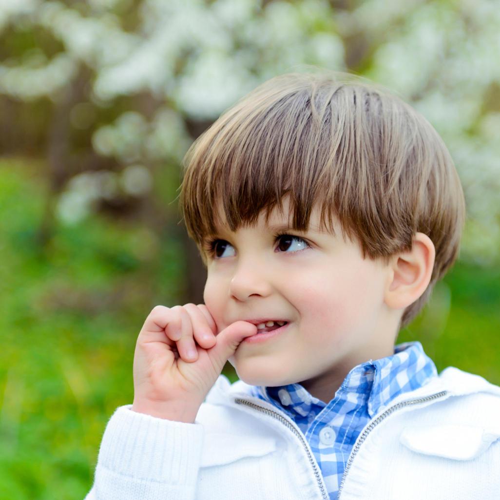 Как отучить ребенка грызть ногти, причины онихофагии у детей