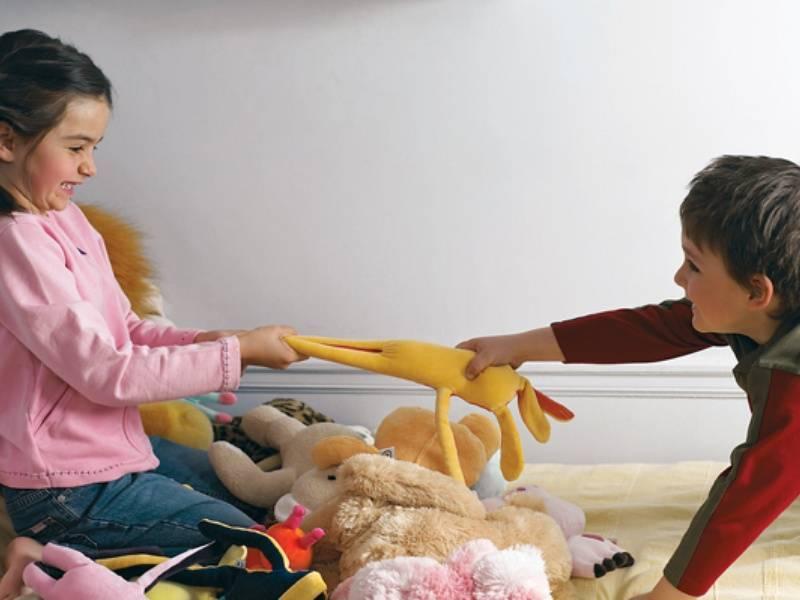 Почему ребенок ломает игрушки и как от этого отучить? - для мам