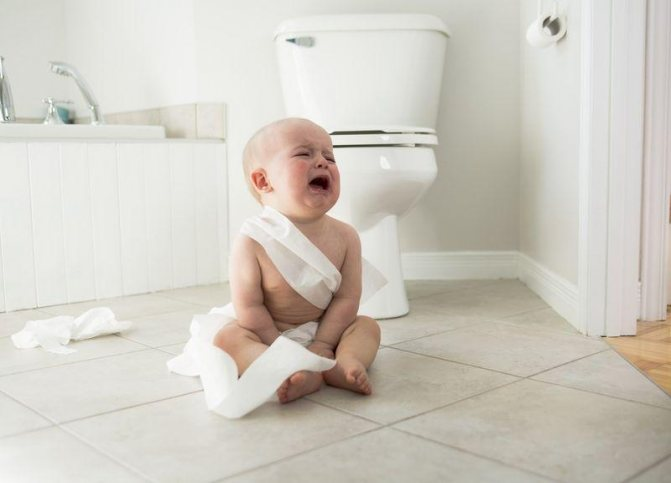 Новорожденный ребенок, грудничок: почему постоянно тужится и кряхтит