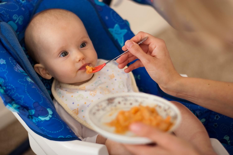 Что делать, если ребенок не ест прикорм и не хочет его пробовать