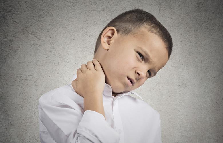 Психосоматика шея по луизе хей и лиз бурбо, причины боли в шее