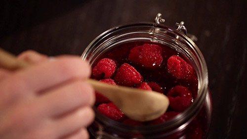 Можно ли в период лактации есть малину? важные моменты, которые должна знать кормящая женщина об этой ягоде