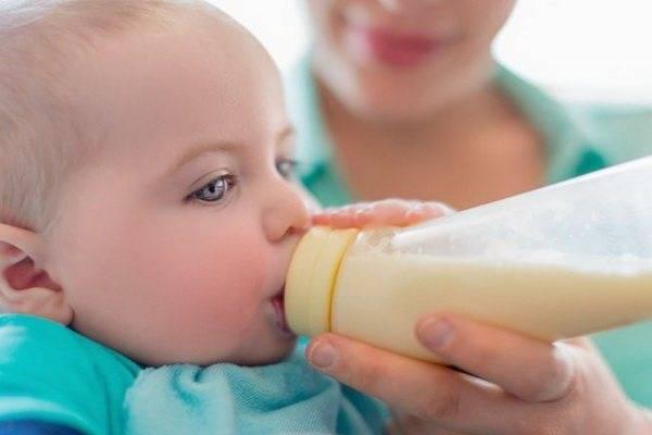 Вода при искусственном вскармливании, допаивание новорожденных водой на ив