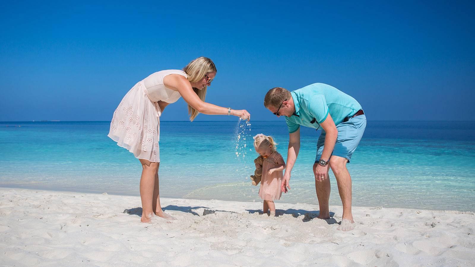 Список вещей на море с ребёнком: как не взять лишнего