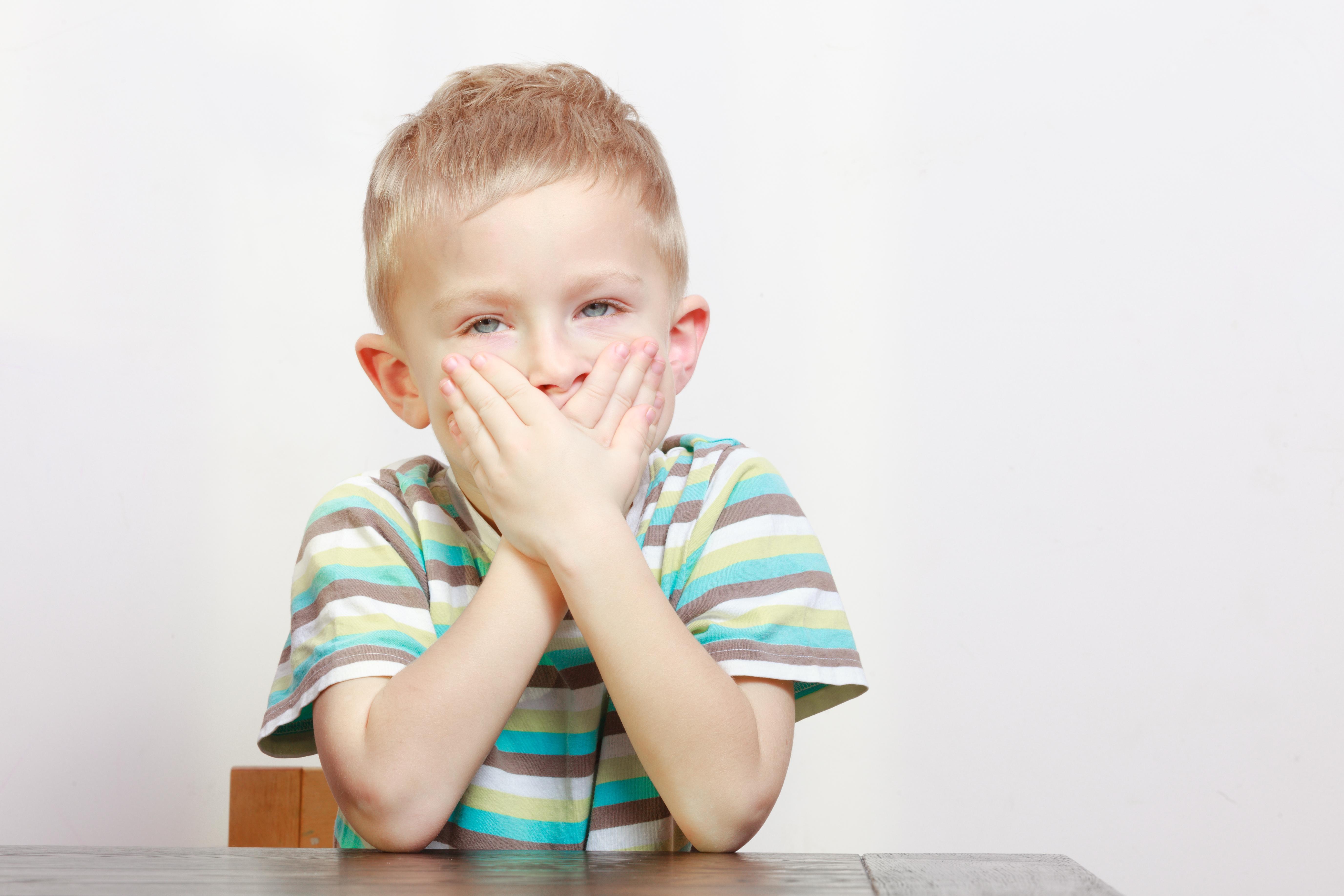 Почему ребенок стал заикаться и что делать