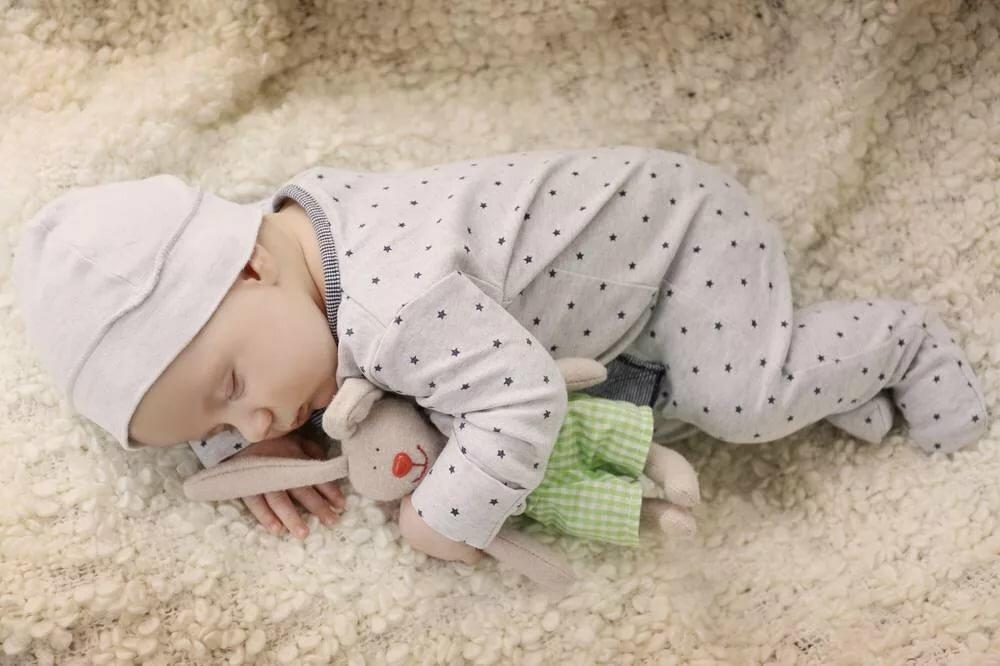 10 главных ошибок, которые совершают мамы при выборе одежды для младенцев