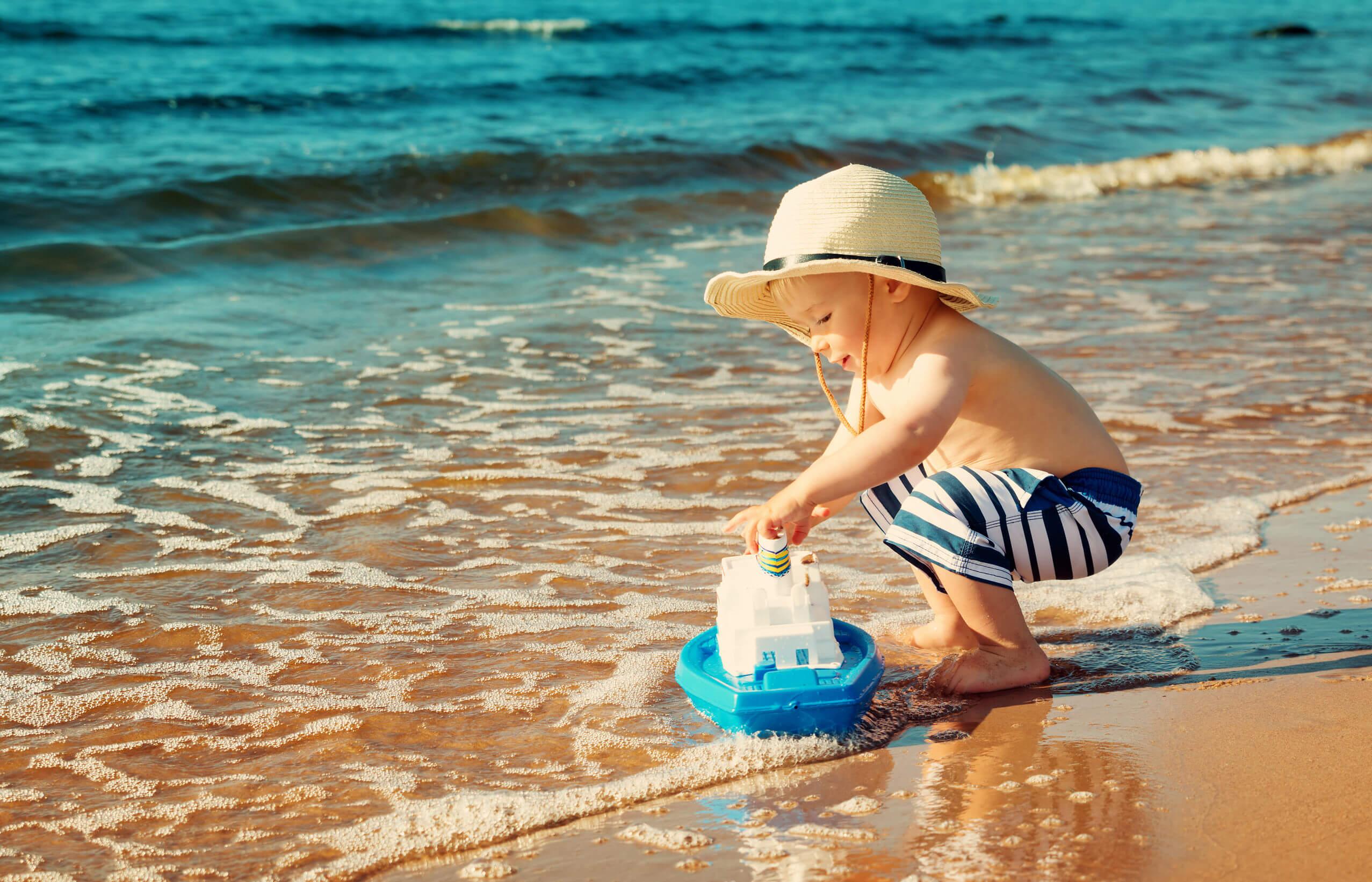 Поездка на море с ребенком: как подготовиться и что взять с собой