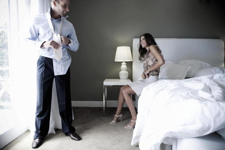 Почему мужчины изменяют: 10 причин и практические советы женщинам