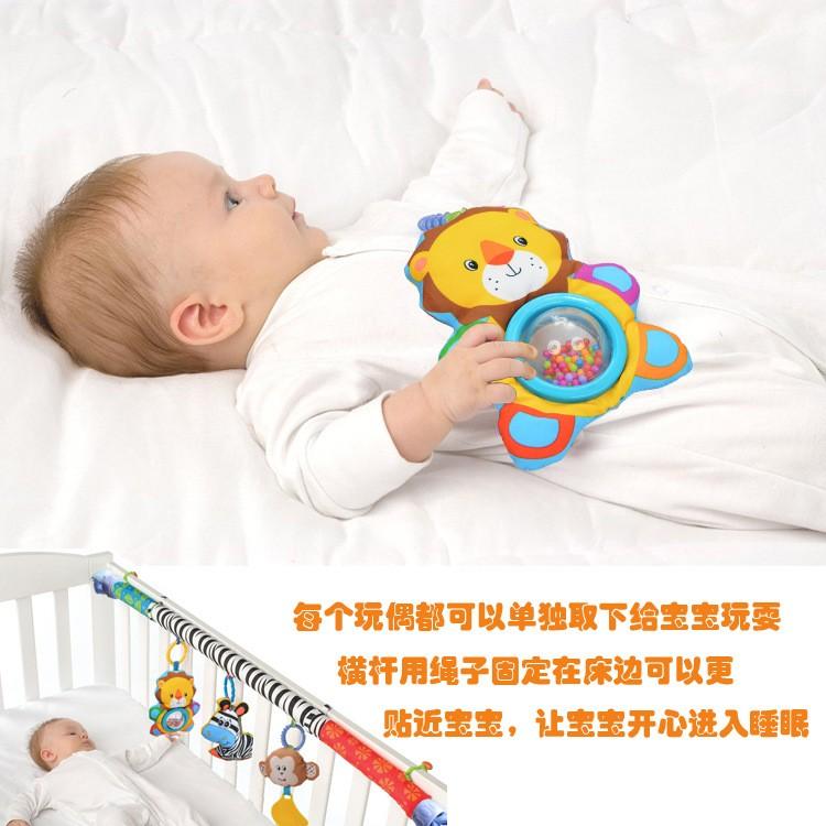 Во сколько месяцев ребенок играет с погремушками | мама супер!