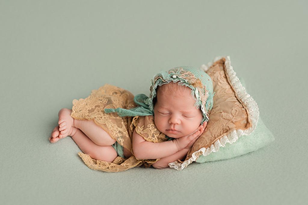 Как нельзя фотографировать новорожденного самостоятельно?