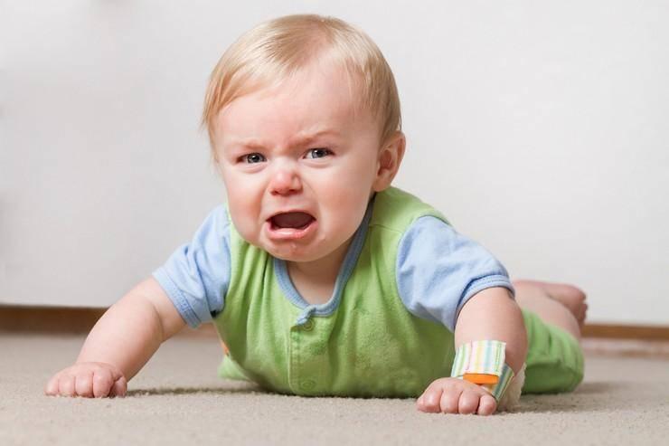 Будущий чаплин или несносный сорванец: почему ребенок кривляется