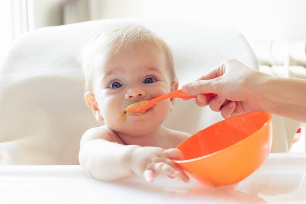 Что делать, если ребёнок не ест прикорм: мнение комаровского