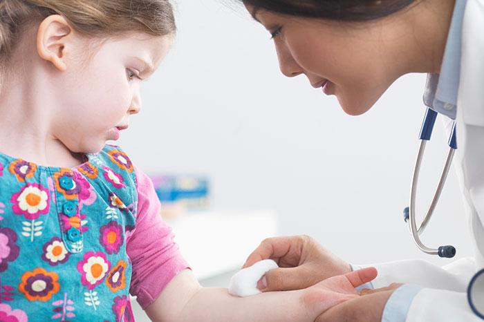 Ребенок боится сдавать кровь из пальца: 7 советов для того, чтобы настроить его на процедуру