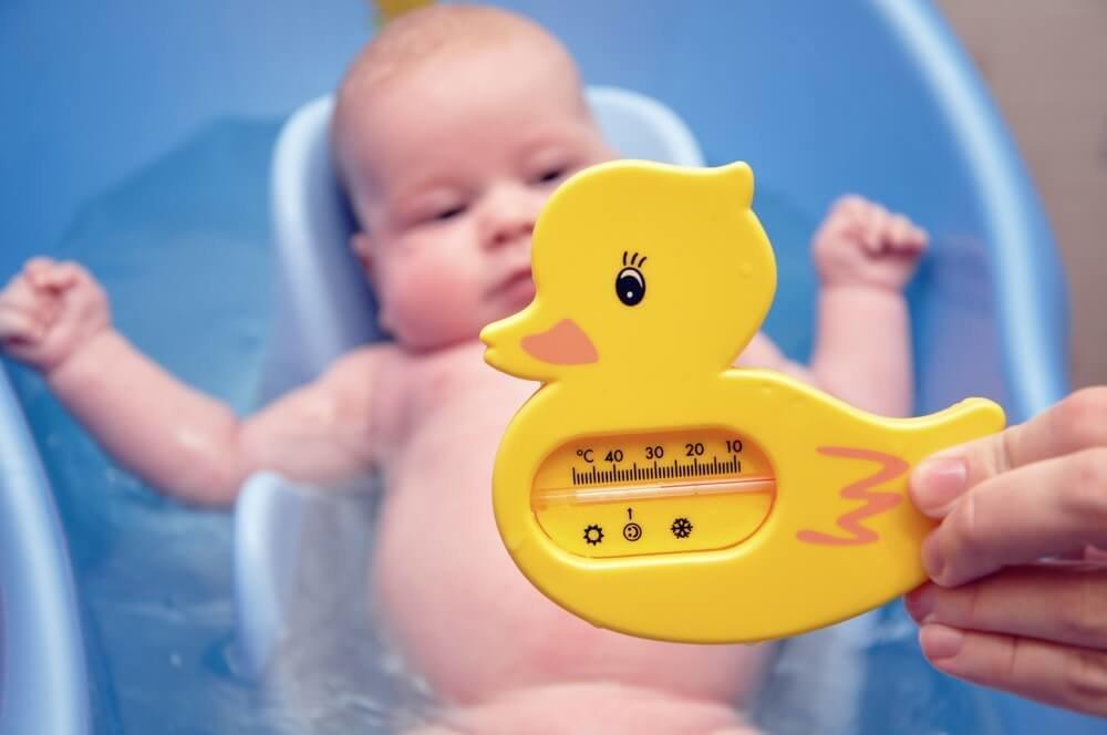 Температура воды для купания новорожденного | уроки для мам