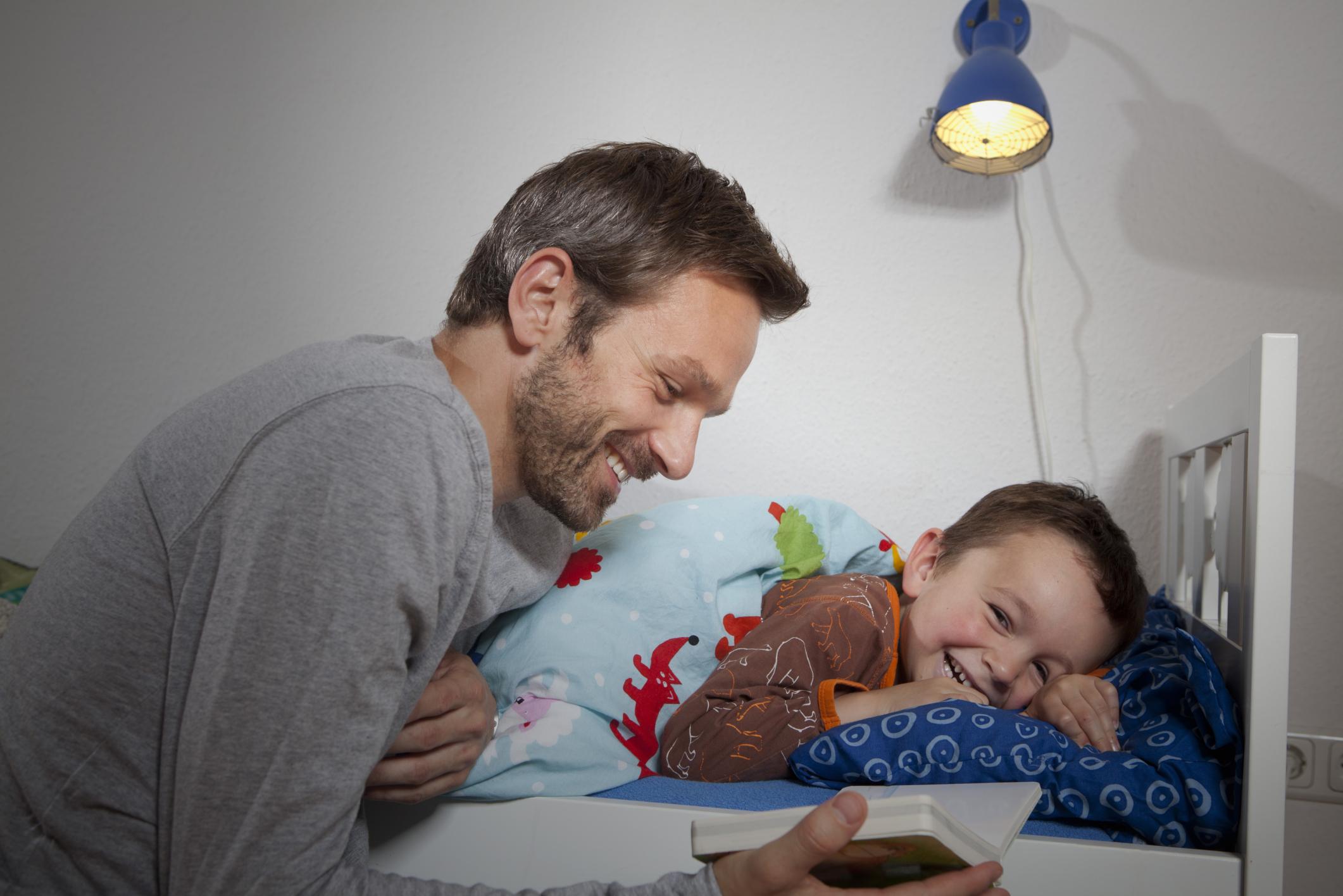 Почему папа не может лечь в больницу с детьми?! дополнила...