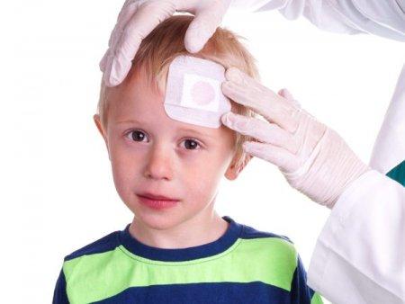 Ребенок ударился затылком: на что обратить внимание?