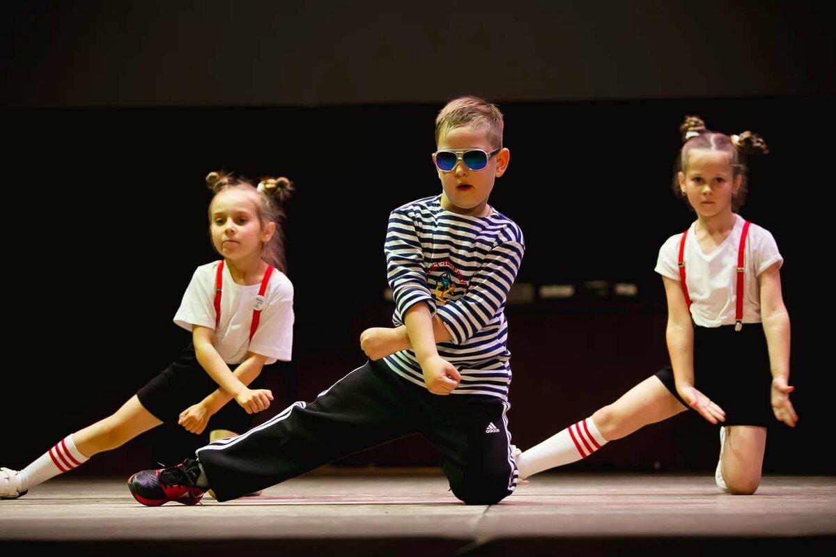 Стоит ли отдавать ребенка в спортивные бальные танцы