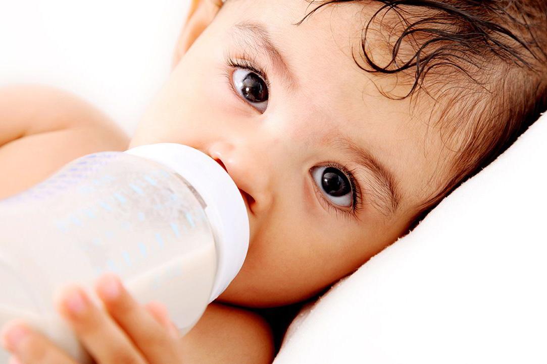 Как отучить ребенка от молочной смеси в год: реальные советы