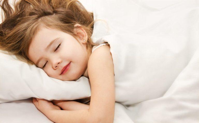 Как отучить ребенка от засыпания только на руках