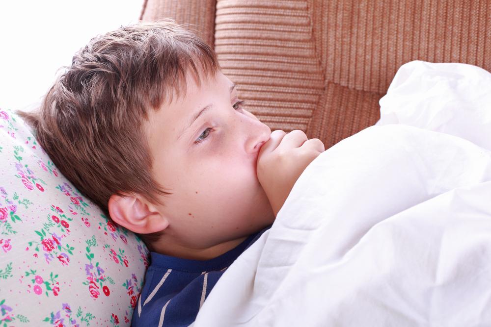 Почему ребёнок кашляет, когда спит: причины и экстренная помощь