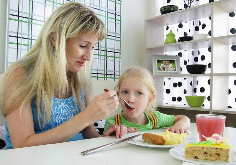 Гиперопека над ребенком: причины, последствия, советы родителям