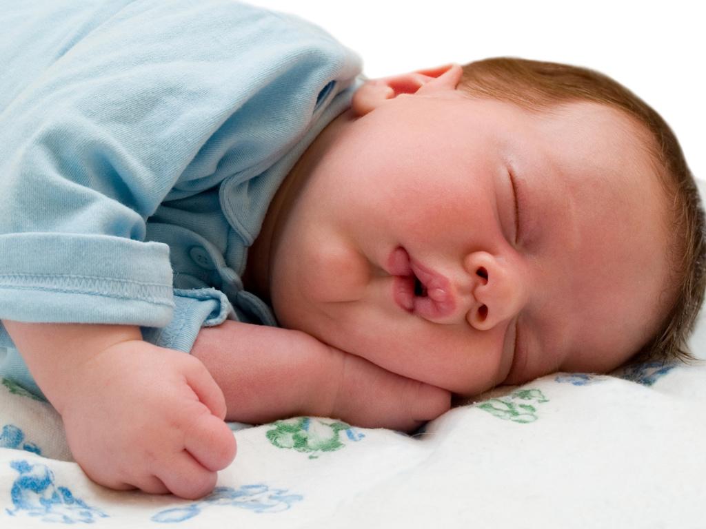 Новорожденный или грудничок много спит - причины, стоит ли беспокоиться и как помочь ребенку