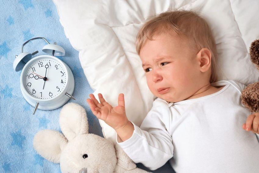 Почему ребенок в 3 месяца плохо спит ночью?