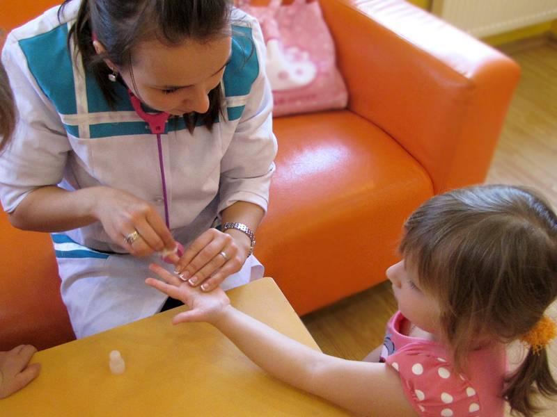 Что делать, если ребенок боится сдавать кровь из пальца?