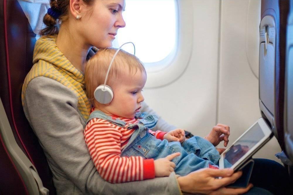 Ребенок в самолете: чем занять ребенка в самолете?