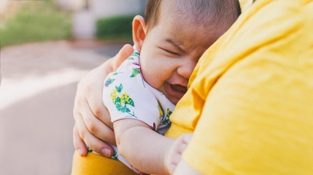 Как педагогу успокоить маленького ребёнка, если он плачет