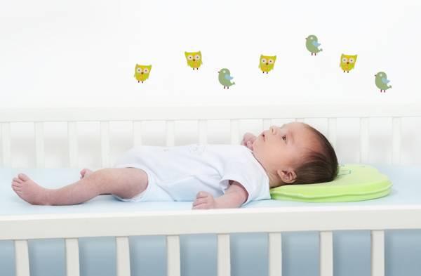 Когда и на какой подушке можно спать ребенку