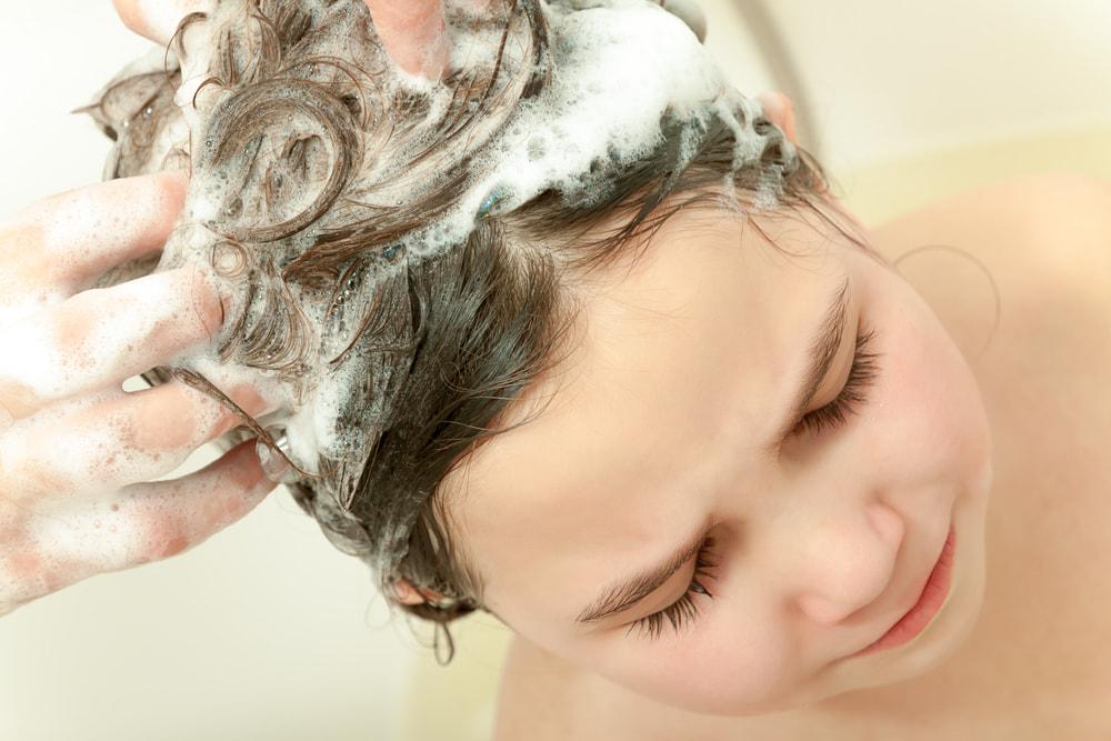 Мойдодыр: как помыть ребенку голову без слез и истерик?
