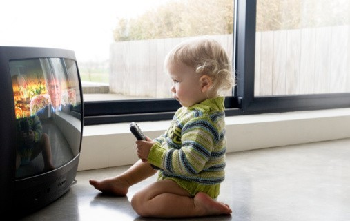 Просмотр телевизора для ребенка: польза или вред?