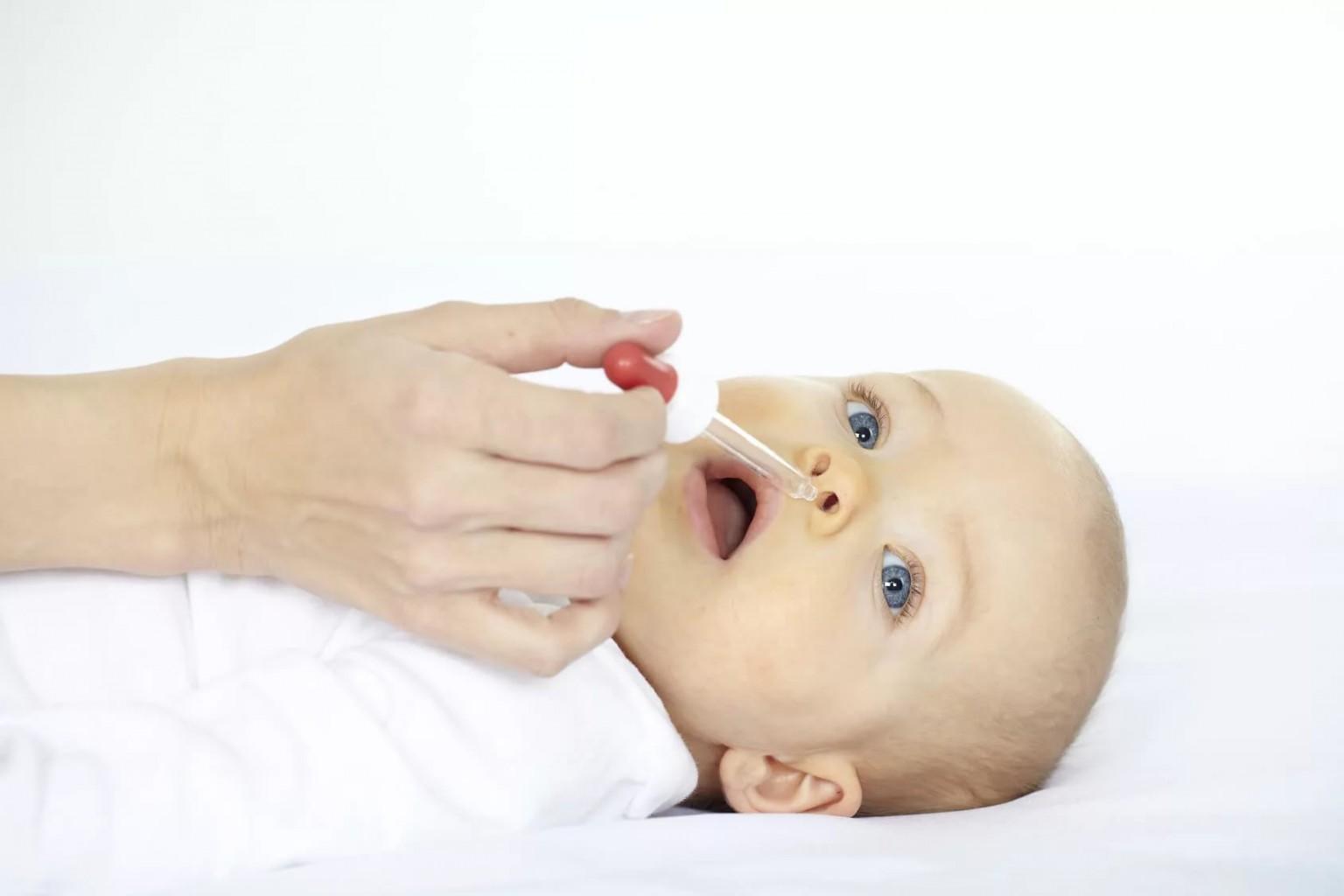 Насморк у грудничка и новорожденного ребенка: лечение, что делать, чтобы облегчить дыхание, симптомы и профилактика