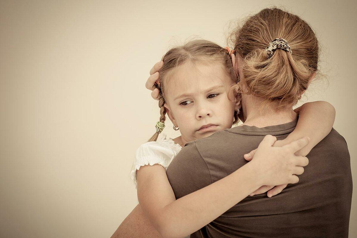 Ребенок не отпускает от себя маму ни на шаг: что делать