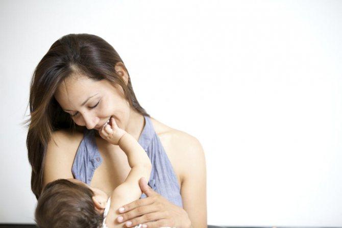 Ребёнок отказывается от грудного молока, что делать: анализ возможных причин