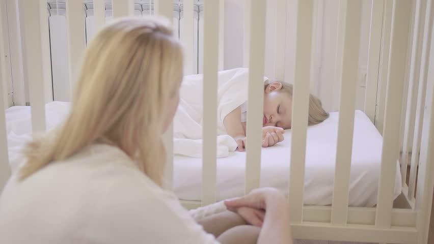 В каком возрасте ребенка пора переселять в отдельную комнату?