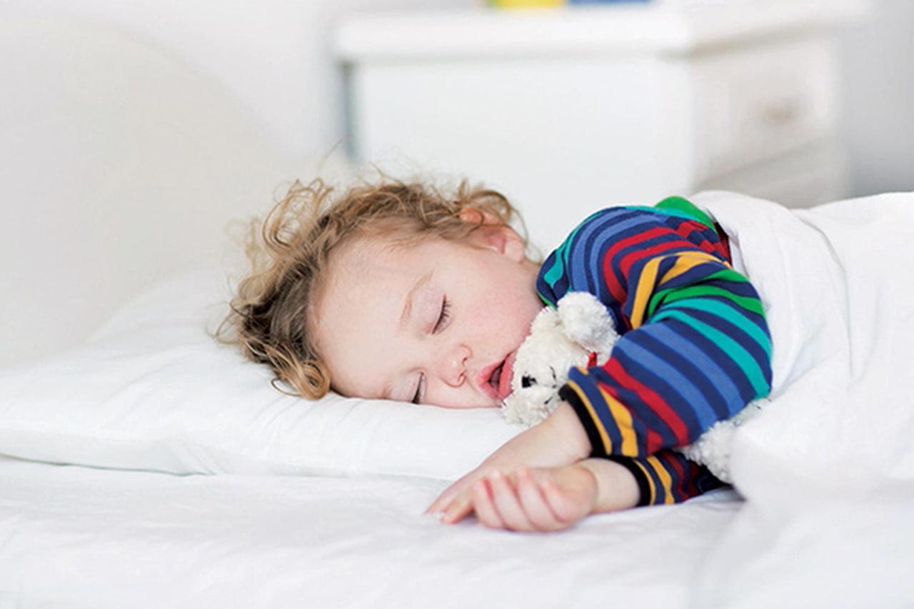Почему ребенок храпит во сне ночью, если соплей нет