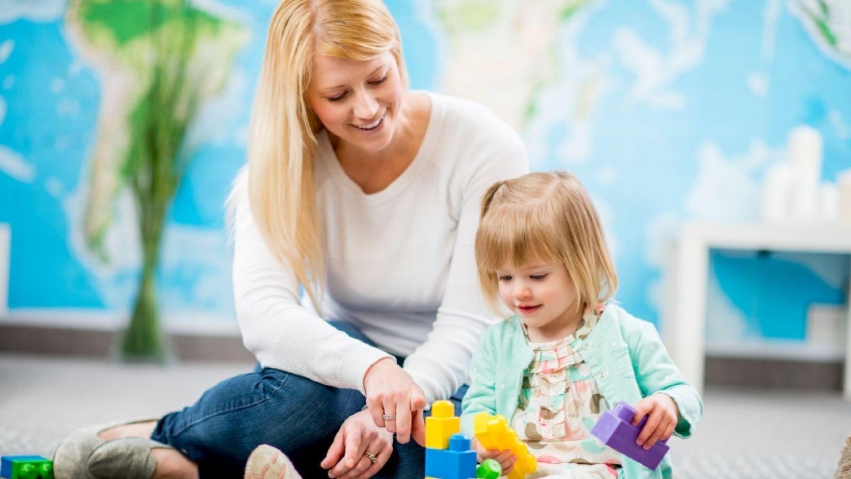 Няня или ясли: что лучше для ребенка?