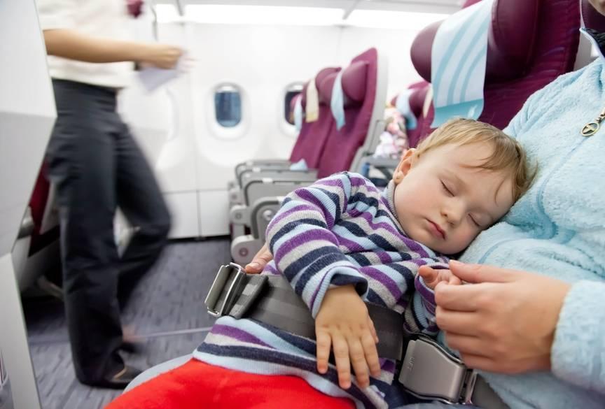 Перелет с грудничком на самолете: отдых с маленьким ребенком, выбор коляски для путешествий