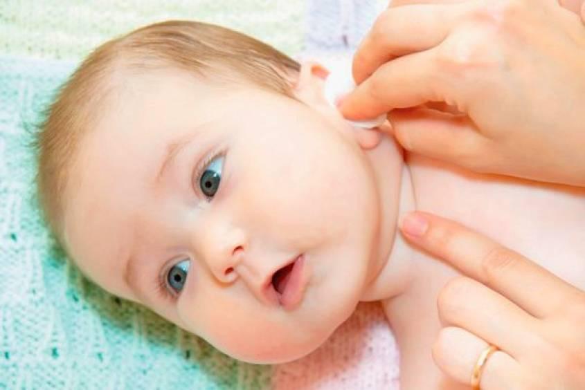Как чистить ушки новорожденному — правильный уход в 1-3 месяца