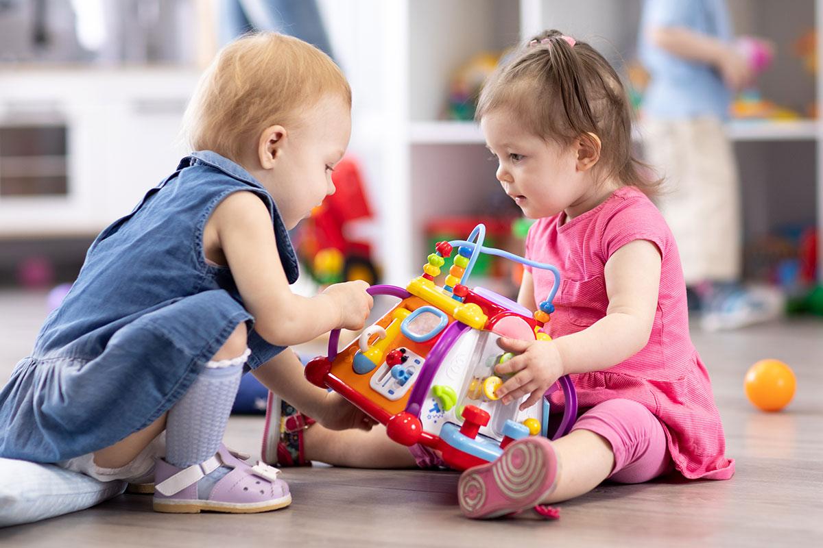 Как правильно научить ребенка делиться всем