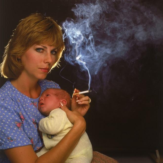 Можно ли кормящей маме курить. риски для малыша и правила безопасности