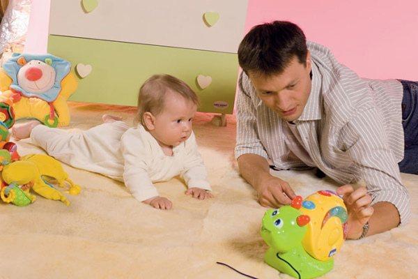 Как научить ребенка ползать: 7 упражнений и личный опыт
